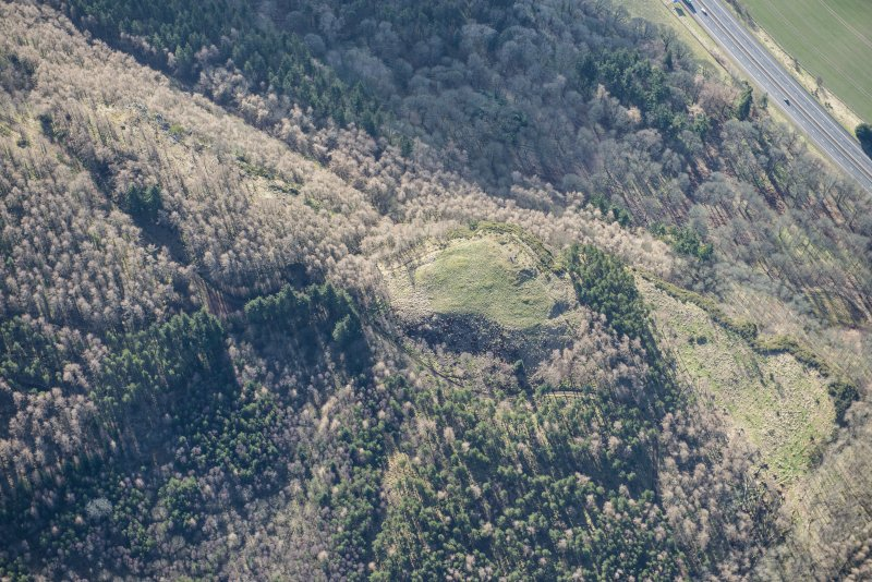 Oblique aerial view of Moncreiffe Hill fort, looking SSE.