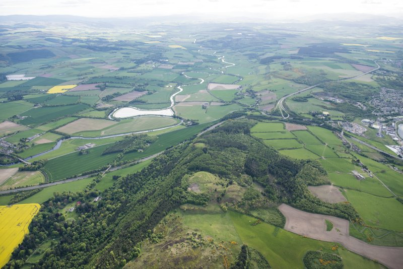 General oblique aerial view of Moncreiffe Hill and Strathearn beyond, looking W.