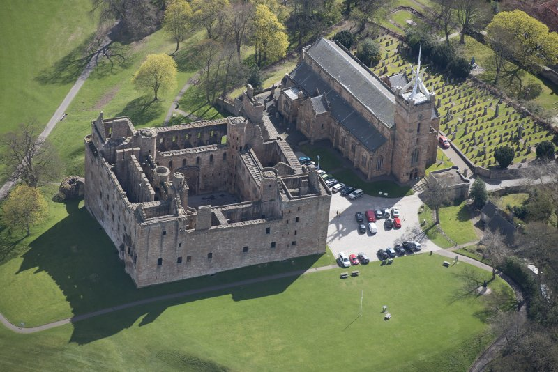 Oblique aerial view of Linlithgow Palace and St Michael's Church, looking SE.