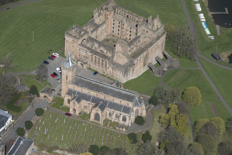 Oblique aerial view of Linlithgow Palace and St Michael's Church, looking NNW.