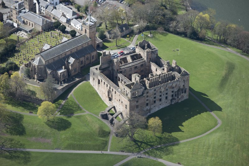 Oblique aerial view of Linlithgow Palace and St Michael's Church, looking SSW.