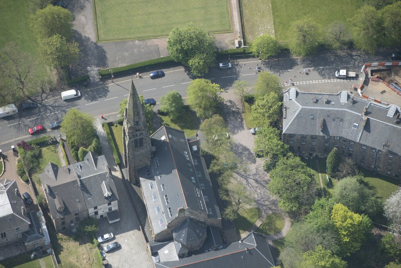Oblique aerial view of Queen's Park Church and Hall, looking SSE.