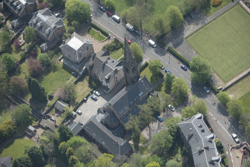 Oblique aerial view of Queen's Park Church and Hall, looking SSE