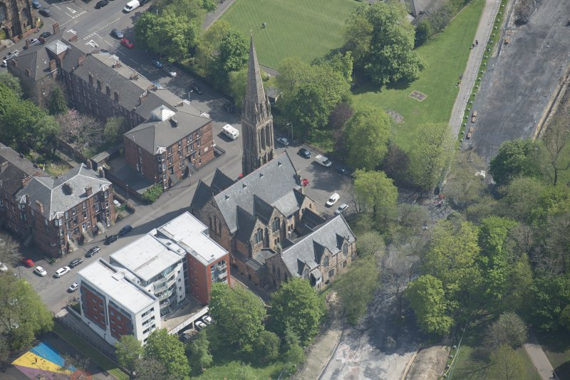 Oblique aerial view of Camphill Queen's Park Church and Hall, looking E.