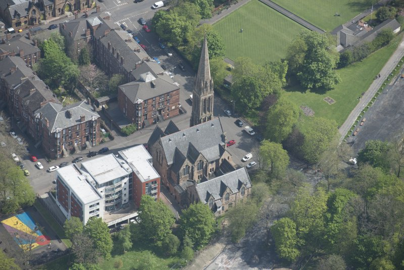 Oblique aerial view of Camphill Queen's Park Church and Hall, looking ENE.