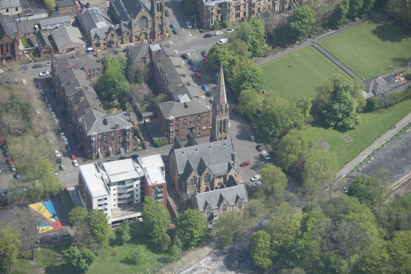 Oblique aerial view of Camphill Queen's Park Church and Hall, looking NE.