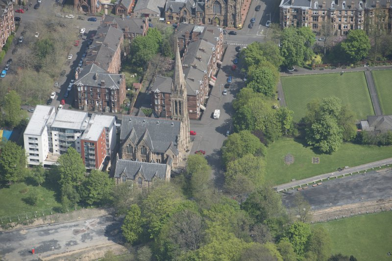Oblique aerial view of Camphill Queen's Park Church and Hall, looking NNE.