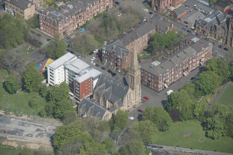 Oblique aerial view of Camphill Queen's Park Church and Hall, looking N.