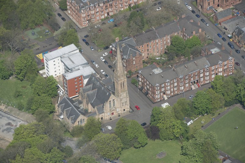 Oblique aerial view of Camphill Queen's Park Church and Hall, looking NNW.