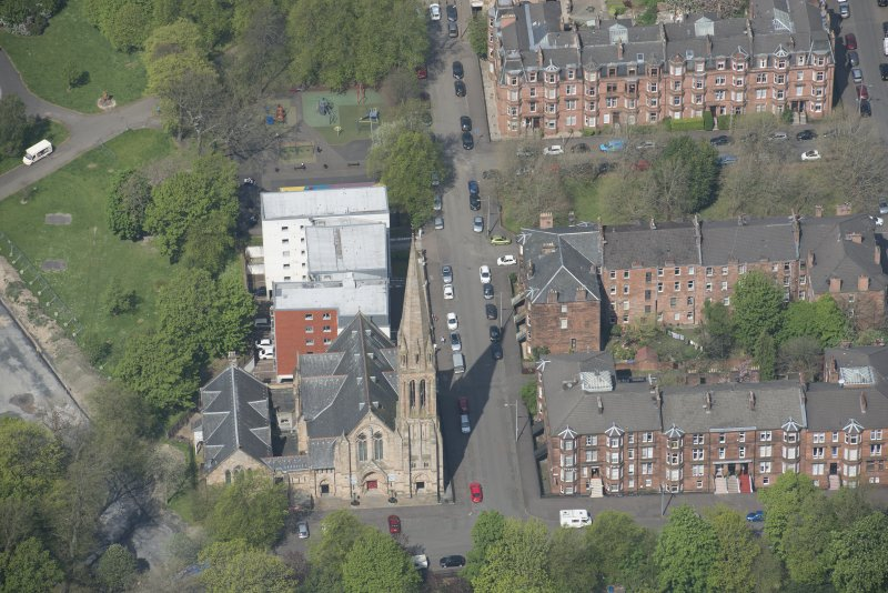 Oblique aerial view of Camphill Queen's Park Church and Hall, looking NW.