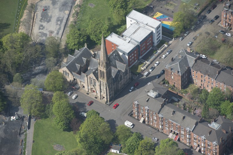 Oblique aerial view of Camphill Queen's Park Church and Hall, looking WNW.