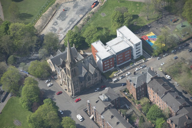 Oblique aerial view of Camphill Queen's Park Church and Hall, looking W.