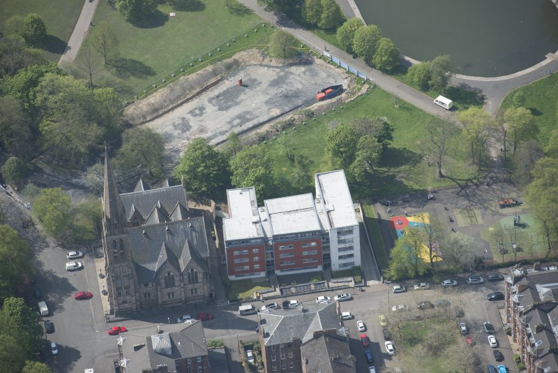 Oblique aerial view of Camphill Queen's Park Church and Hall, looking WSW.