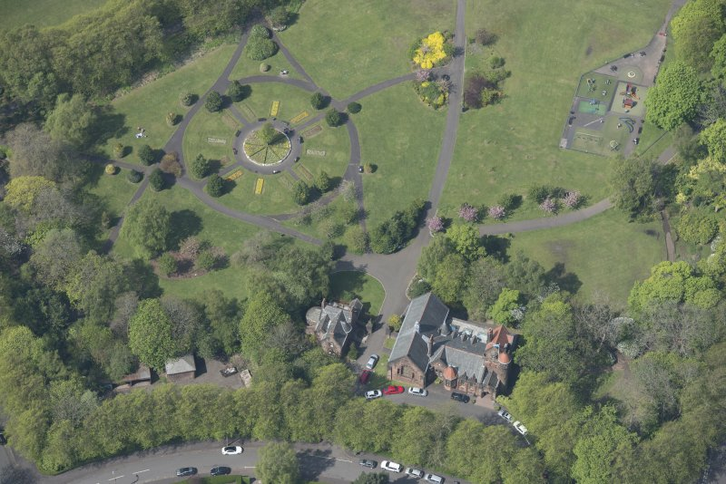 Oblique aerial view of Pollokshields Burgh Hall and Hamilton Fountain, looking WNW.