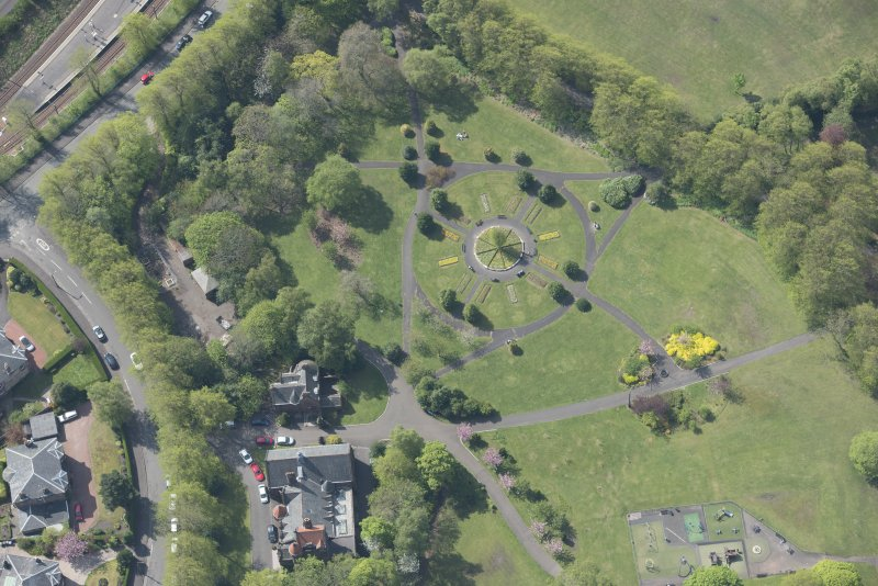 Oblique aerial view of Pollokshields Burgh Hall and Hamilton Fountain, looking SW.