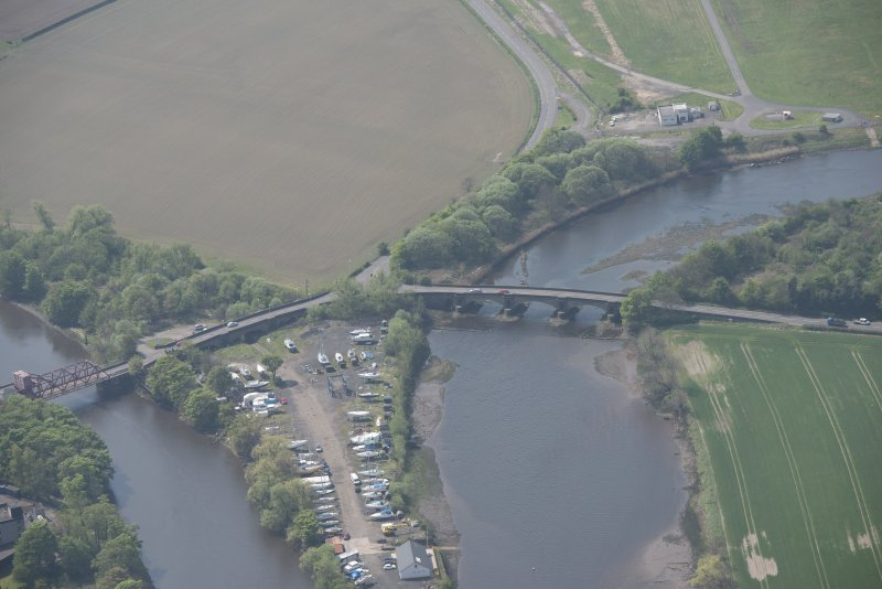 Oblique aerial view of White Cart Bridge, Inchinnan Bridge and Rolling Lift Bridge, looking WSW.