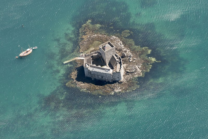 Oblique aerial view of Kiessimul (Kisimul) Castle, Barra