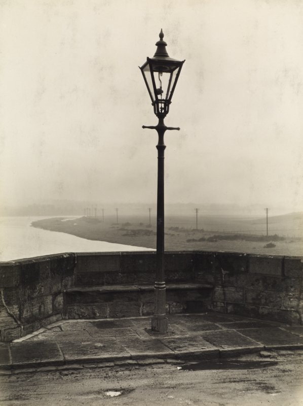 Photograph of a lampost on the Bridge of Dee, Aberdeen