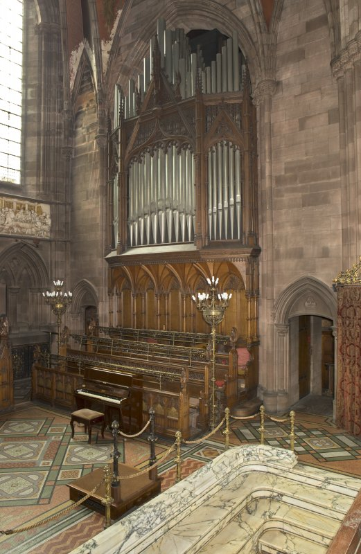 Chancel. Organ.
