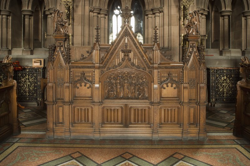 Chancel. Organ console.