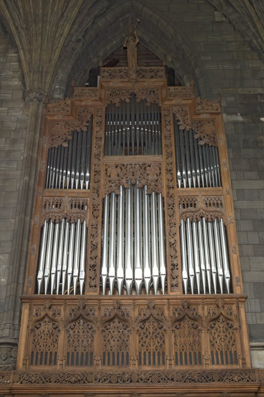 Choir, view of organ pipes