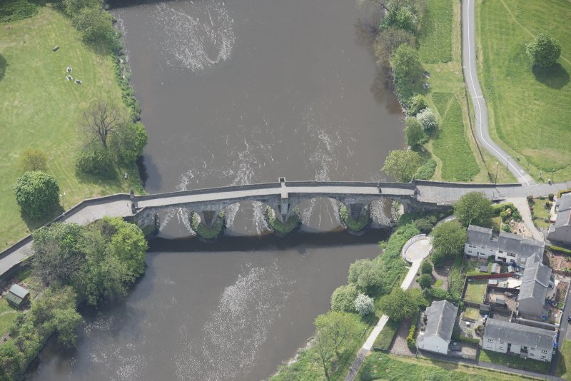 Oblique aerial view of Stirling Old Bridge.