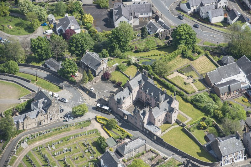 Oblique aerial view centred on Argyll's Lodging, Stirling.