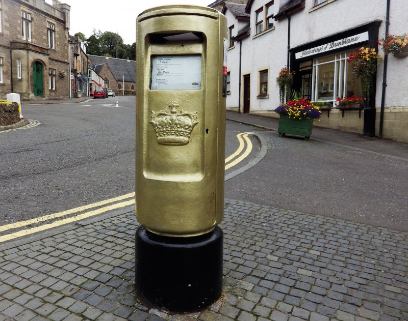 General view of the front of the post box.