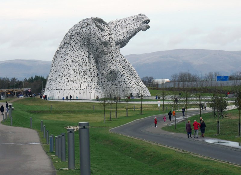 General view of the Kelpies from the south.