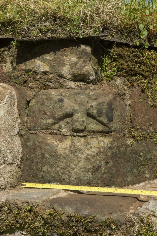 Detail of architectural fragment on left hand side of recess (including scale)