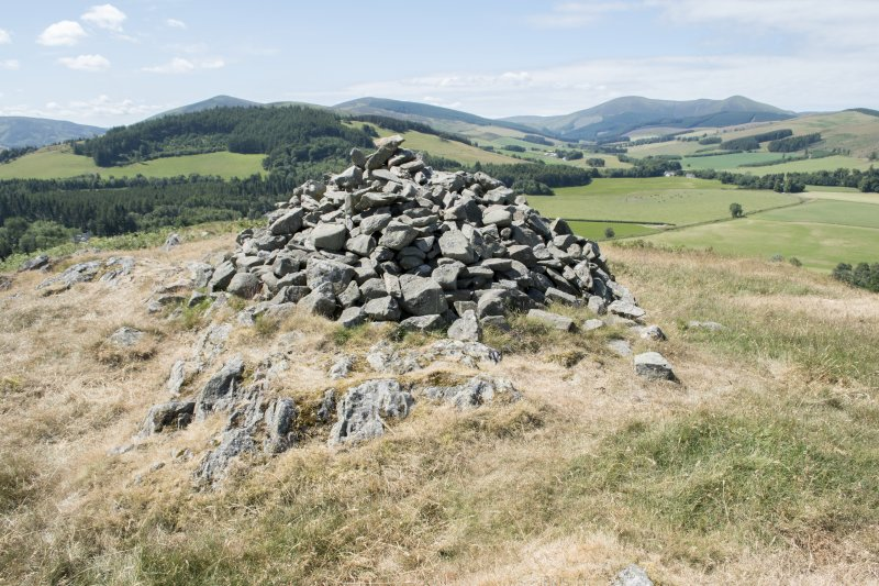 The modern marker cairn within the fort at Dreva Craig
