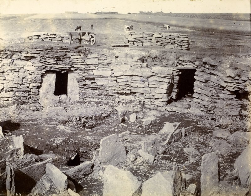 Photograph of Keiss Road Broch, recess in wall, water tank in floor.