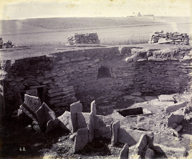 Photograph of Keiss Road Broch, encircling wall to the right.