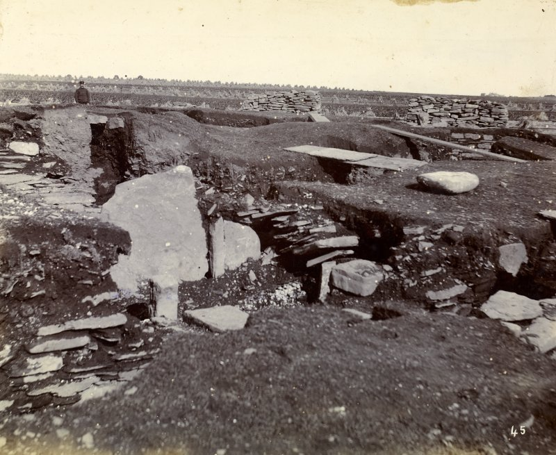 Photograph of Keiss Road Broch, large slab, secondary buildings.