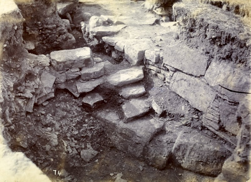 Photograph of Keiss Road Broch, building in outer circle.