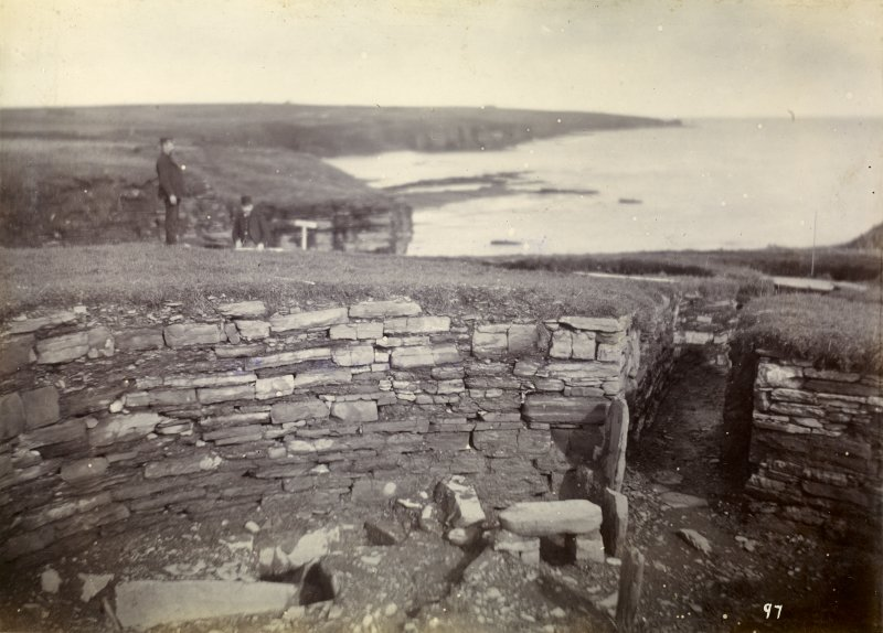 Photograph of Nybster Broch, interior entrance and stone seat.