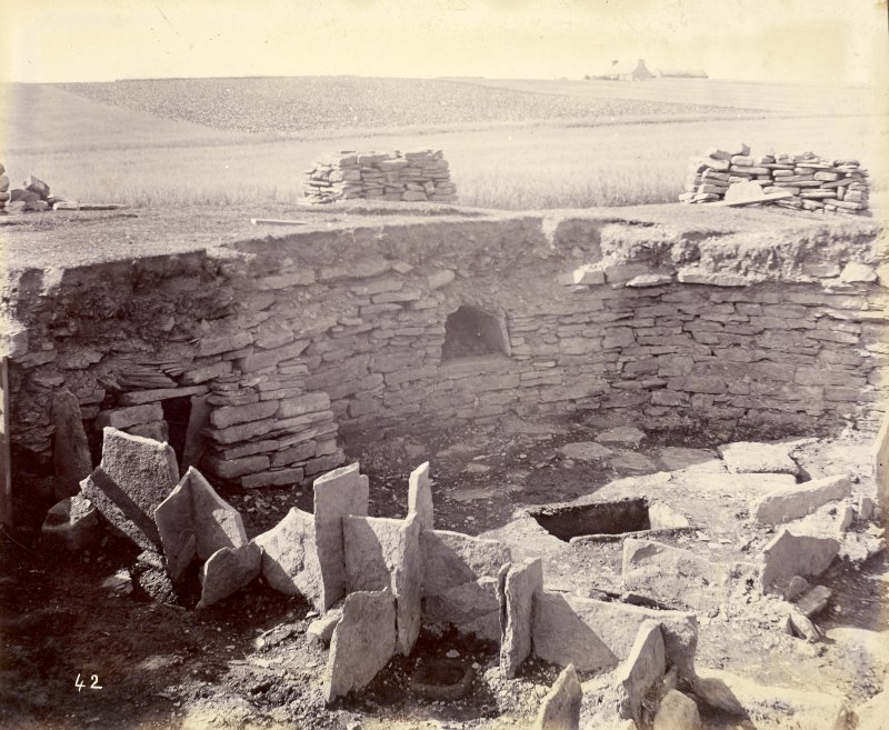 Photograph, Keiss Road Broch, recess in wall, water tank in floor.