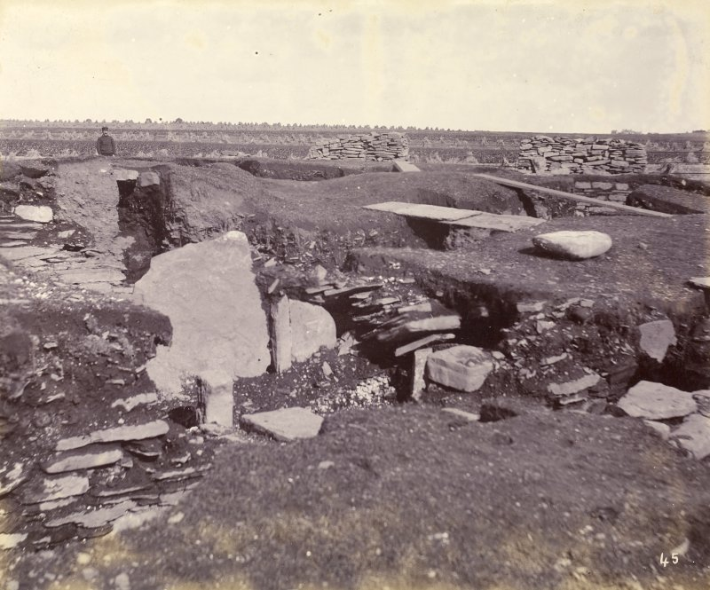 Photograph, Keiss Road Broch, large slab, secondary buildings.