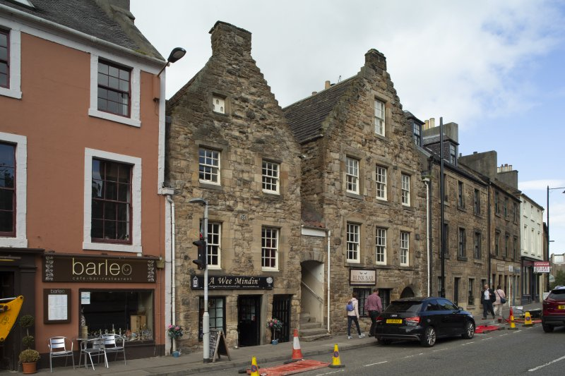 Linlithgow. General view of 46,48,50 High Street from south.