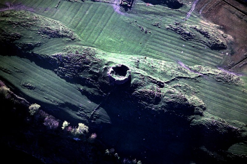 Oblique aerial view centred on the remains of the broch, taken from the E.