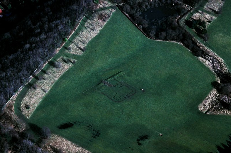 Oblique aerial view of Kinneil fort and the Antonine Wall (c. 986 807), taken from the S.