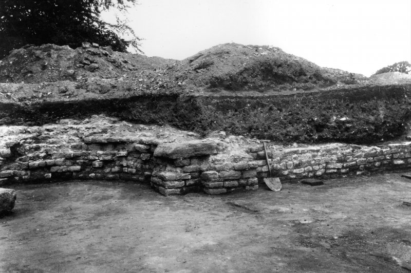 Excavation photograph: W wall and apse of rooms 4 and 5.