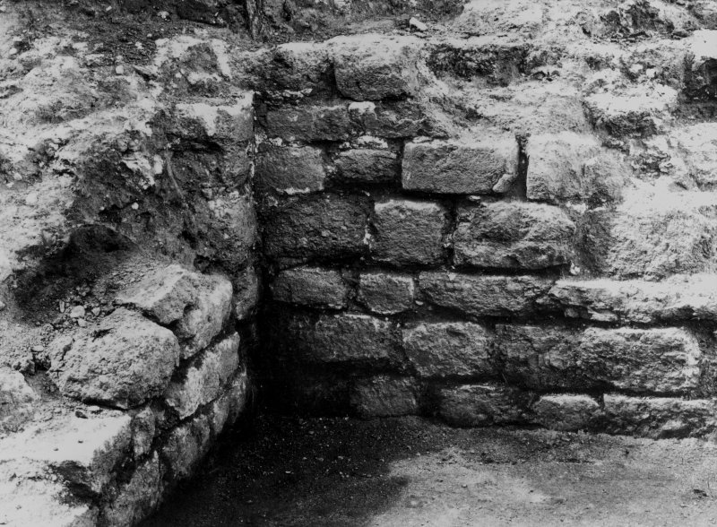 Excavation photograph: residence, room no. 5, masonry of SW corner.