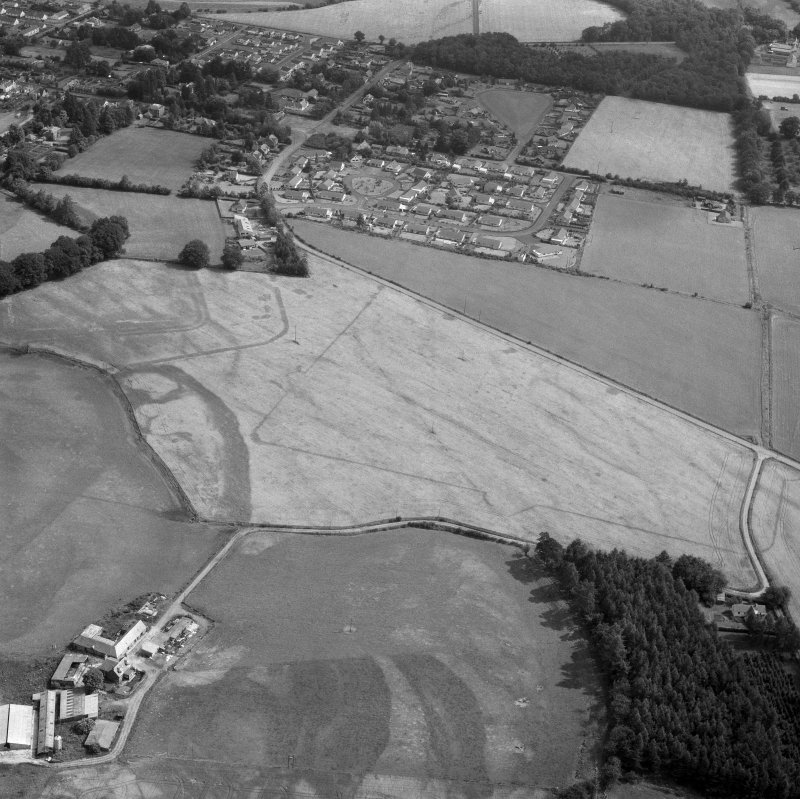 Oblique aerial view centred on Dalginross Roman fort.