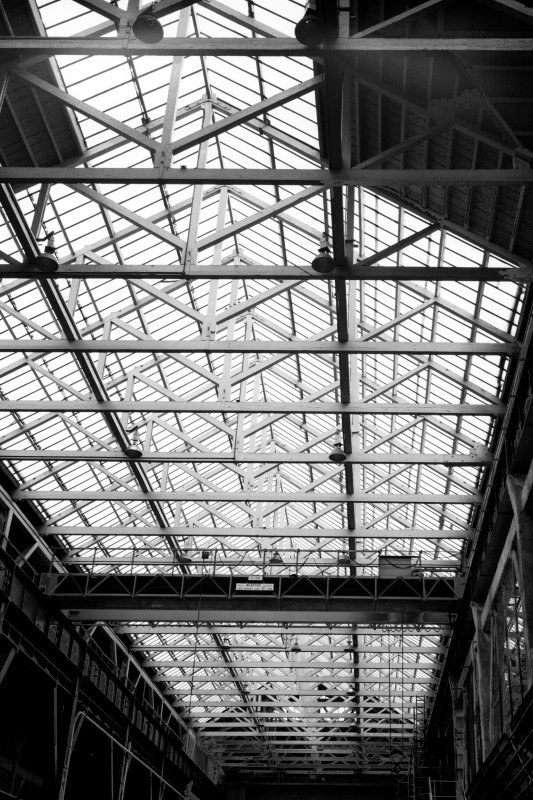 Glasgow, 1048 Govan Road, Fairfield Engine Works, interior General view of roof structure and travelling crane.