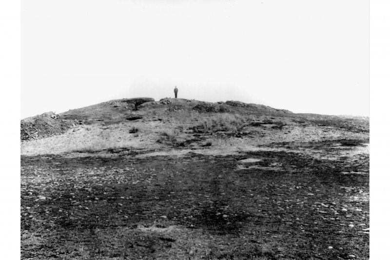 Excavation photograph. The mound at commencement of excavation. Original in PRINT ROOM.