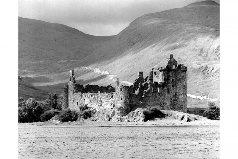 Kilchurn Castle. General view from South.