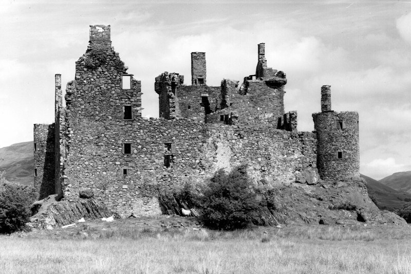 Kilchurn Castle. General view from West