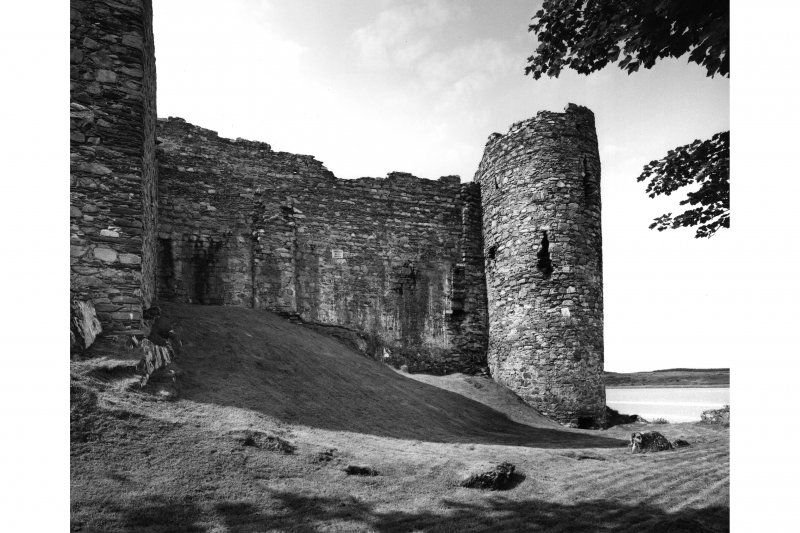 Castle Sween.  General view of West wall and round tower from North-East.