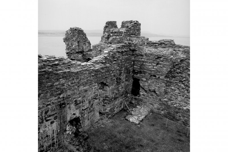 Castle Sween.  Oblique aerial view of North-West angle and North-West tower from South wall-head